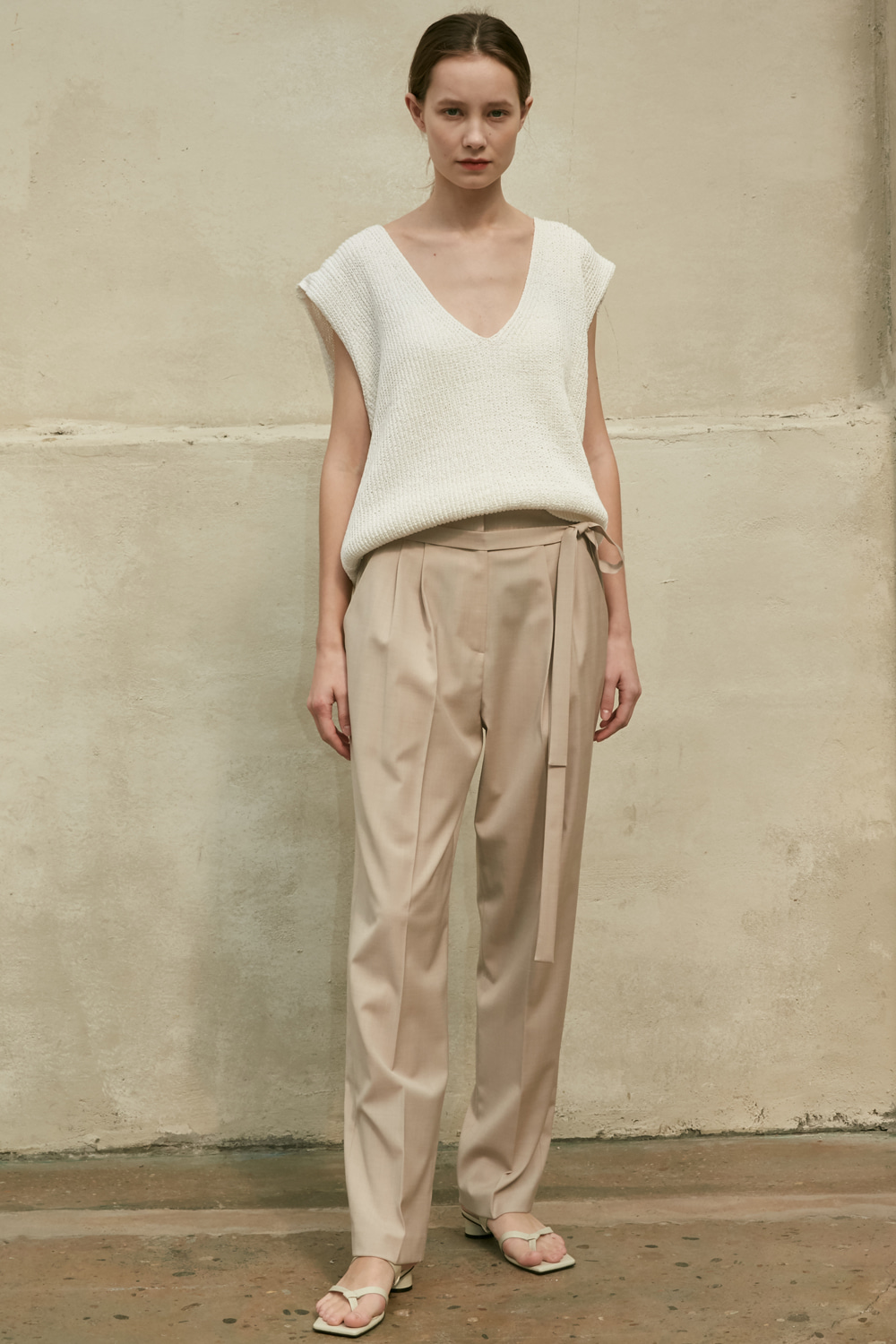 Pants Two Tuck Strap Beige