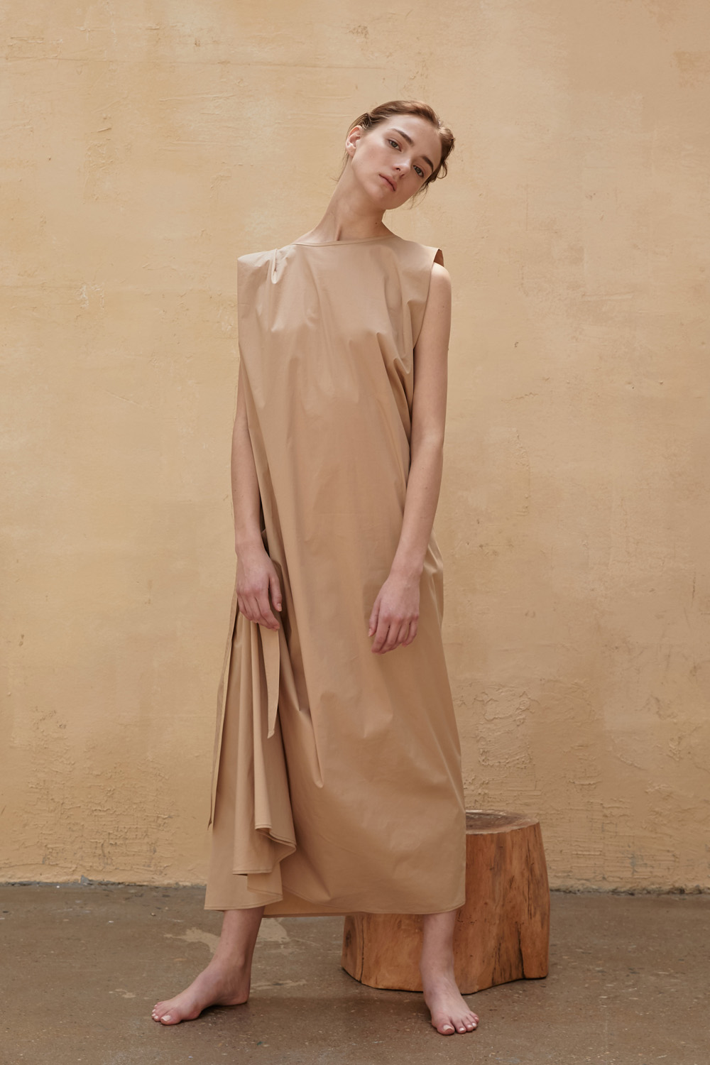 Dress Sleeveless Atypical Beige